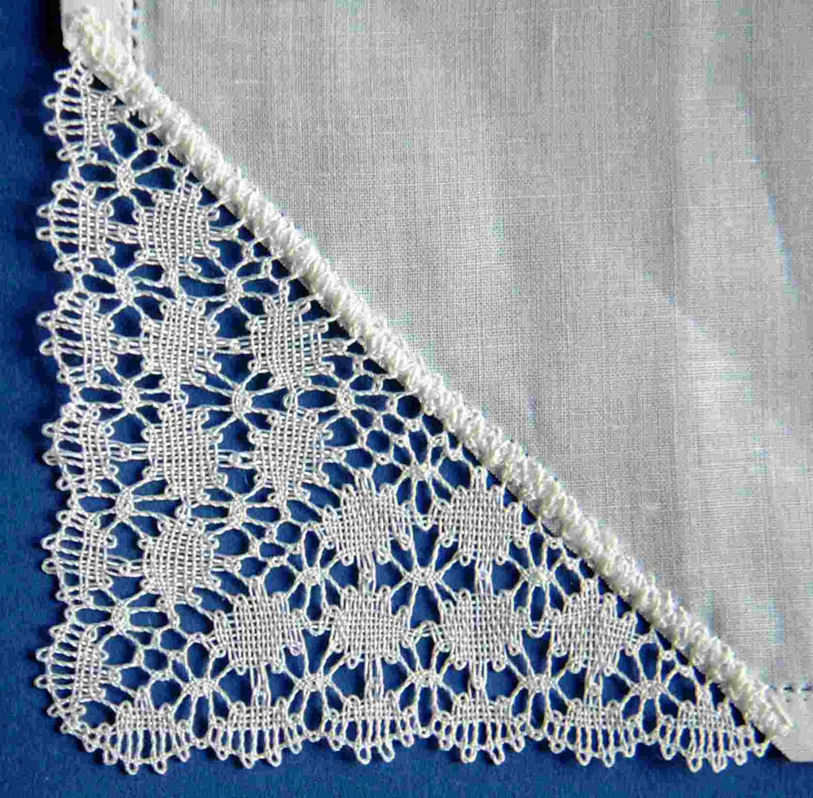 Handkerchief corner with cloth stitch fans
